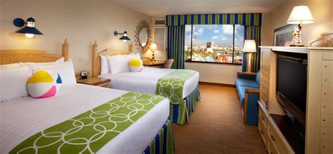room layout disneyland hotel battle of the big 3 a comparison of the three disneyland