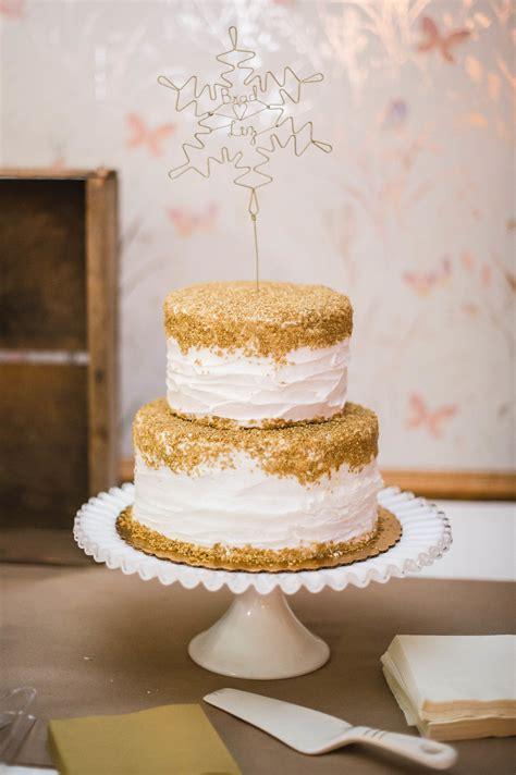 Mini Sweet I Gold gold topped white buttercream wedding cake