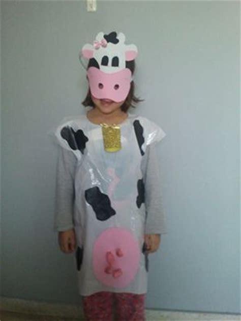 disfraz de vaca reciclable disfraz de vaca en decoraci 243 n concurso