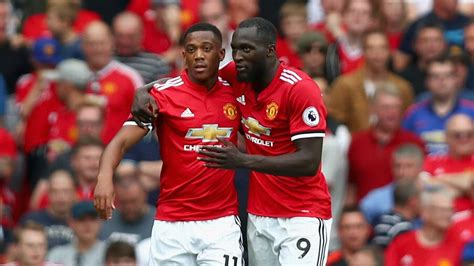 Utd Mba 53 Hours by Manchester United S Romelu Lukaku Anthony Martial Facing