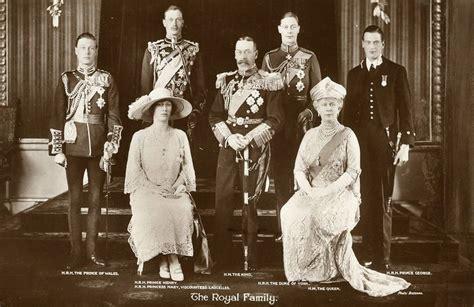 Bergo Ozza Daily By Amily Uk S the royal family circa 1925 history trees posts and royal