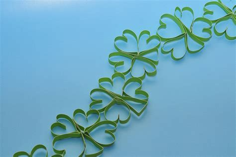 How To Make Paper Shamrocks - make your own paper shamrock garland sippy cup