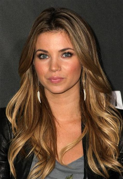 ambree and aumbeee hair color amber lancaster dangle decorative earrings her hair