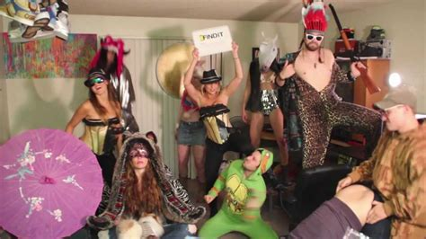 Harlem shake hot girl edition