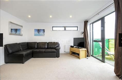 private 1 bedroom flat to rent in london 1 bed flat to rent bicycle mews london sw4 6ff
