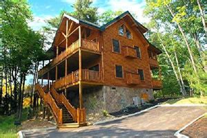 6 bedroom cabins in pigeon forge tn america s cabins 1 6 bedroom cabins in the smokies pigeon forge tn blue ridge mountains