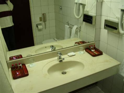 bathroom setup picture of yanggakdo hotel pyongyang
