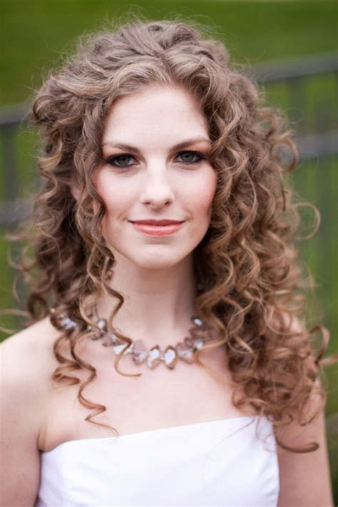 Curly Wedding Hairstyles by 25 Fantastic Wedding Hairstyles For Curly Hair Creativefan
