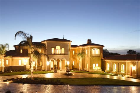 luxury home stuff leaving las vegas million dollar mansions in foreclosure