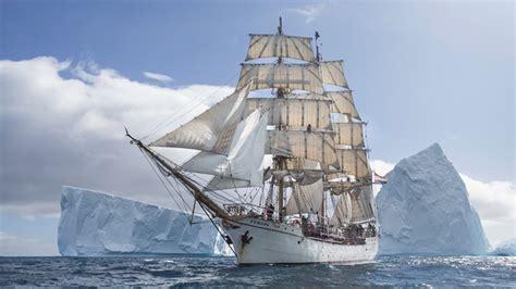 zeilboot oostende reusachtig zeilschip europa trekt veel bekijks in haven