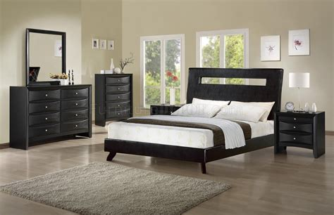 rich finish modern bedroom w matching leatherette bed