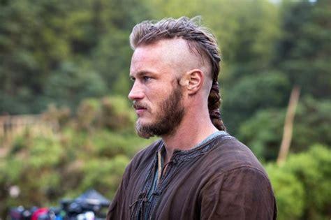 ragnar lodbrok barbe coiffure viking homme court