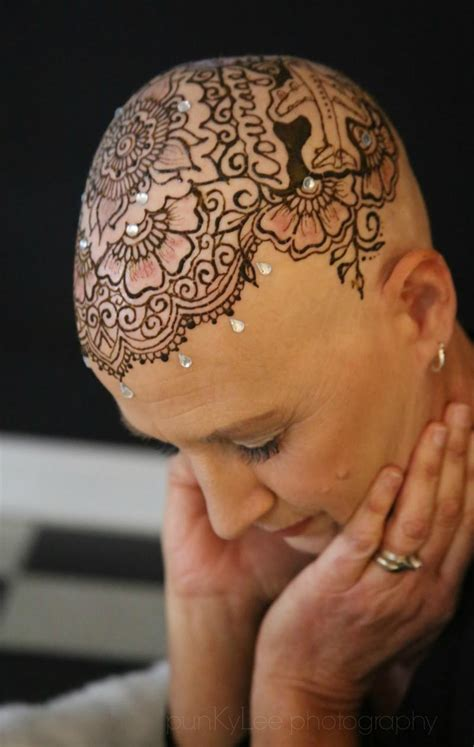 henna tattoos after crowns of courage uses henna tattoos to help cancer