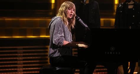 taylor swift concert years taylor swift performs new year s day on tonight show