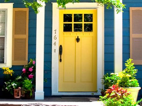Yellow Front Door Instant Curb Appeal For 100 Diy Landscaping Landscape Design Ideas Plants Lawn