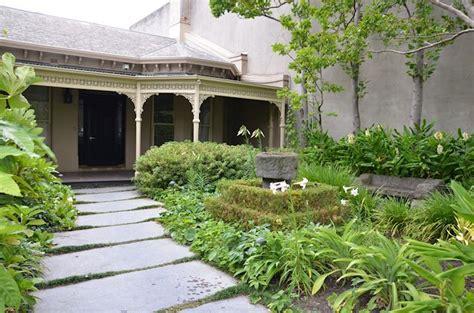 imagenes de jardines de casa una casa con dos jardines de estilos diferentes estilos deco