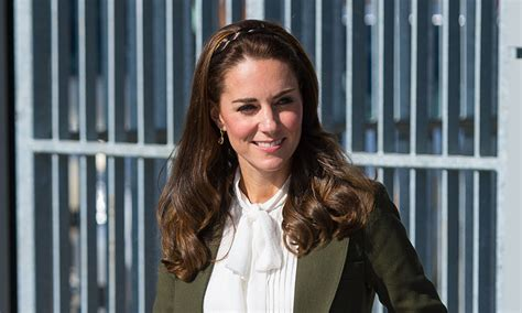 middleton home kate middleton visits pippa at home as wedding date nears