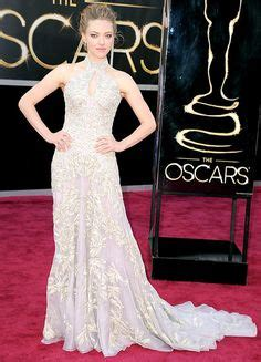 The Oscars Gowns That Wow Ed Bglam by Amanda Seyfried In A Gold Embroidered Bodice