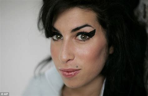 female singer dying amy winehouse dead a british great and a life cut in its