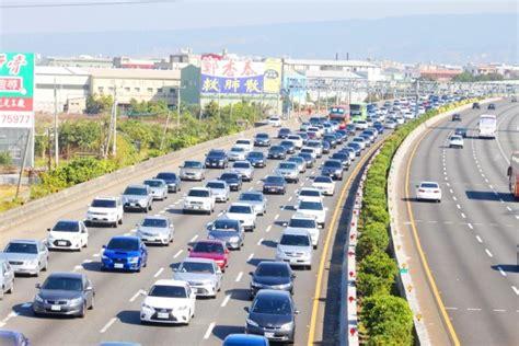 taiwan new year traffic taipei times 焦點 travelers jam highways and