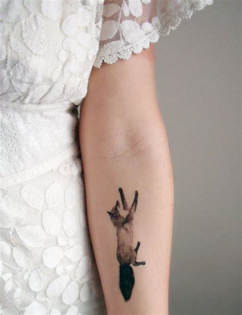 60 attractive hand tattoos for women