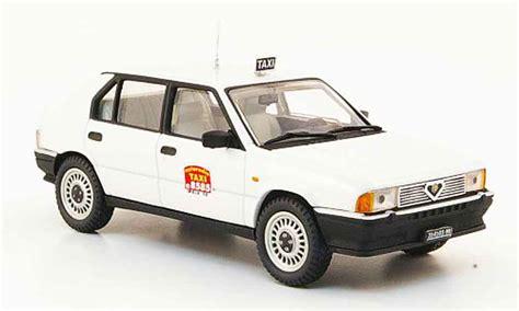 Taxi Auto Kaufen by Alfa Romeo 33 1 3 Weiss Taxi Mailand Pego Modellauto 1 43