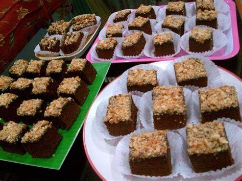 cara membuat kue brownies kukus simple brownies panggang kacang mede berikut ini resep dan cara