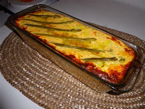 terrine de saumon aux asperges et poireaux sur lit de noix