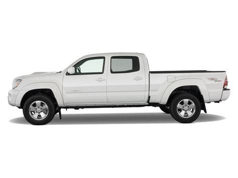 white toyota truck 2009 toyota tacoma reviews and rating motor trend