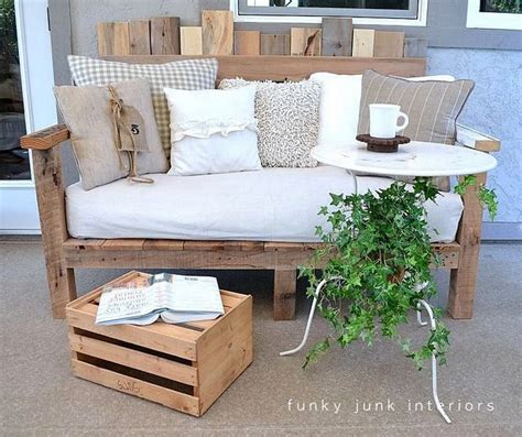 pallet settee 25 best ideas about pallet couch outdoor on pinterest