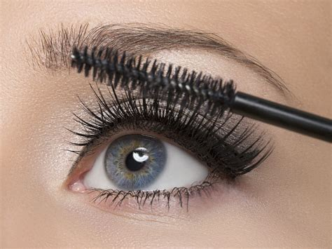 8 Great Mascaras For Thin Lashes by How To Apply Mascara Properly