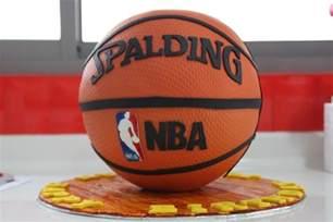 basketball kuchen on basketball basketball court and