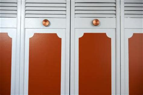 How To Paint Louvered Closet Doors How To Put Fabric In Louvered Doors Home Guides Sf Gate