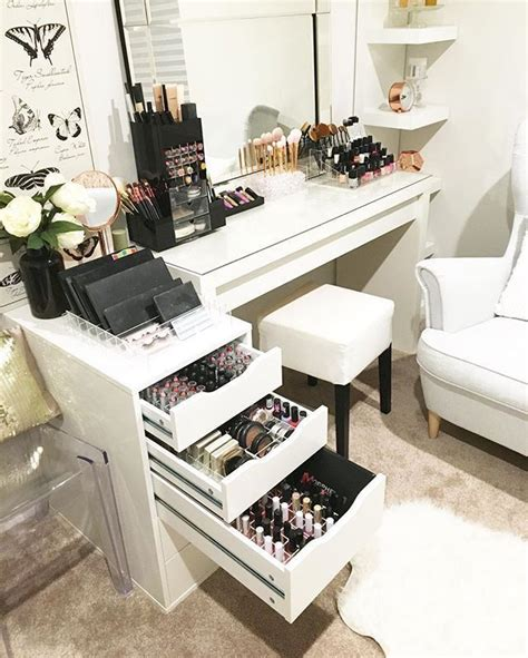 Vanity School Of Cosmetology by 25 Best Ideas About Makeup Room Decor On