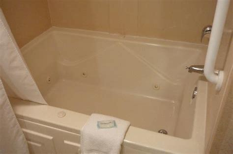 hotels with whirlpool bathtubs whirlpool tub picture of holiday inn express hotel