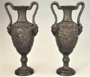paire d urnes style antique