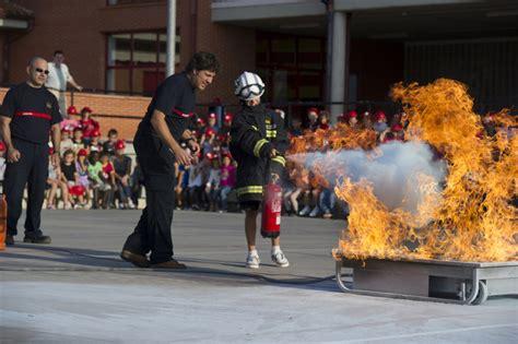 imagenes de cumpleaños para bomberos los bomberos ense 241 an a ni 241 os y mayores a c 243 mo