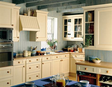 Classic Kitchen Ideas Classic Kitchens Classic Kitchens Midlands Classic Kitchen Designs Northton Shaker Door
