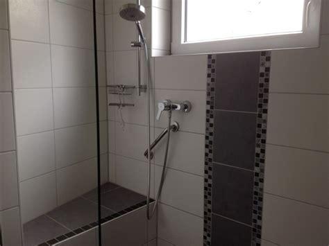 dusche mit sitz ferienhaus zeeland frau