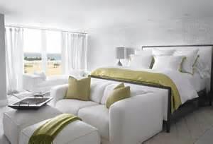End Of Bed Loveseat дизайн гостиной совмещенной со спальней выход есть