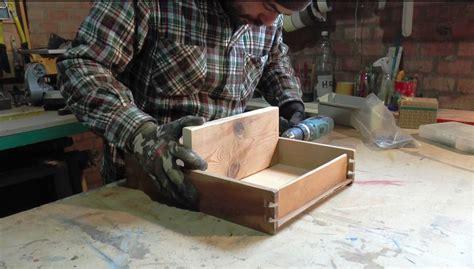 come fare un cassetto come ottenere una simpatica mensola porta oggetti