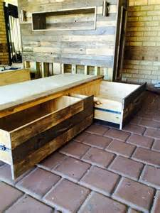Diy Queen Platform Bed Plans by Diy Pallet Bed With Headboard And Lights