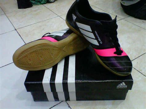 Sepatu Futsal Murah Ready Stock Ukuran 39 43 sepatu futsal adidas grosir sepatu futsal murah harga