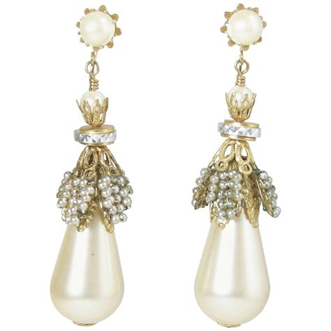 vintage 1970s faux pearl drop earrings at 1stdibs
