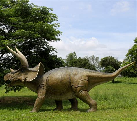 Garden Animal Statues by Giant Triceratops Dinosaur Statue