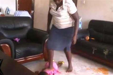 girl beats up boy in bathroom c 226 mera flagra bab 225 chutando crian 231 a por vomitar no tapete