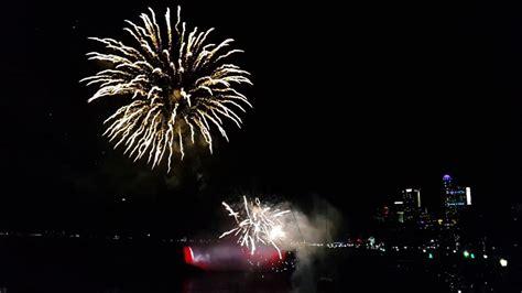 falls new years niagara falls new years 2016 2017 fireworks amazing