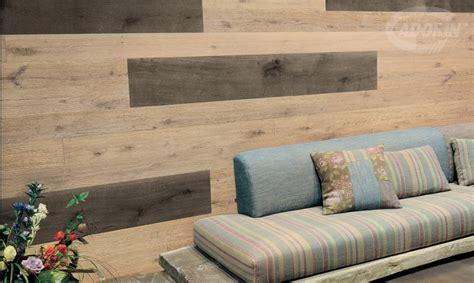 rivestimento parete legno moduli disegno a parete di listoni in legno massiccio