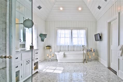 Paneled Master Bathroom Cottage bathroom Hamptons Habitat