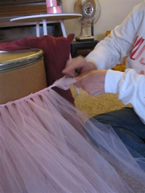make your own table skirt with tulle diy